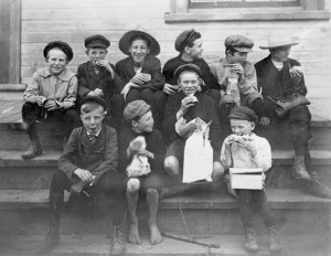 Boys eating lunch in 1908 at Scarborough School Section No. 7. Photo by Joseph Adamson Blakey (Toronto Reference Library, Baldwin Room N 1-437)